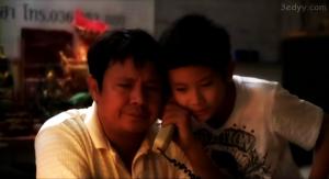 Tock dan ayahnya (kiri)