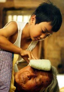 Sang-woo merawat nenek